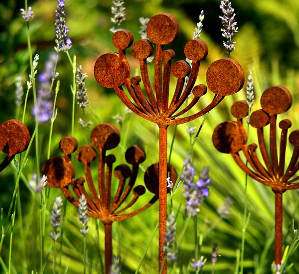 Cow Parsley metal garden sculpture