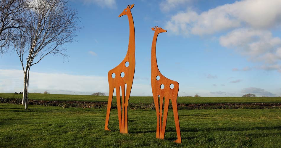 Metal garden ornaments featuring a beautiful Giraffe design by Garden Art and Sculpture
